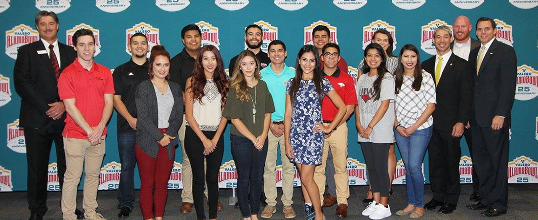 Business students at a Valero Alamo Event