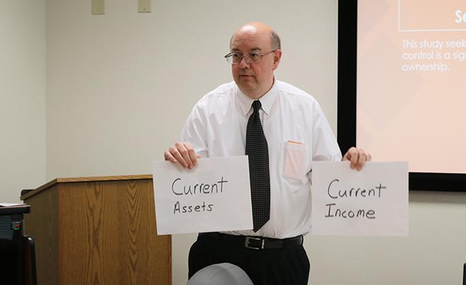 Tim Griesdorn teaches finance class