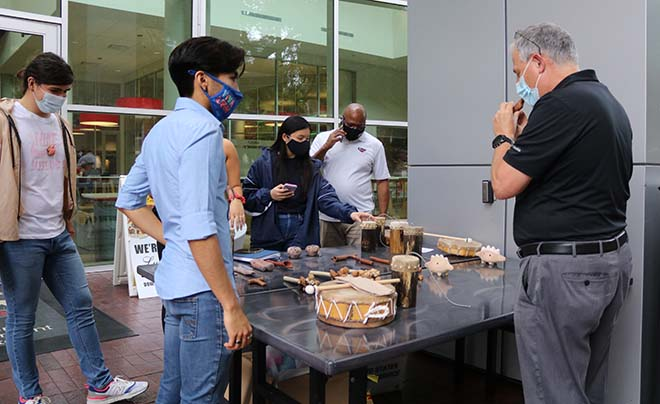 UIW students selling handmade crafts from the indigenous Chicimeca people of Mexico